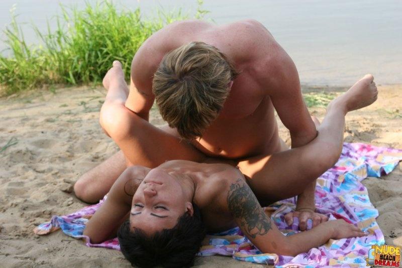 нудисты на пляже экстрим фото и видео