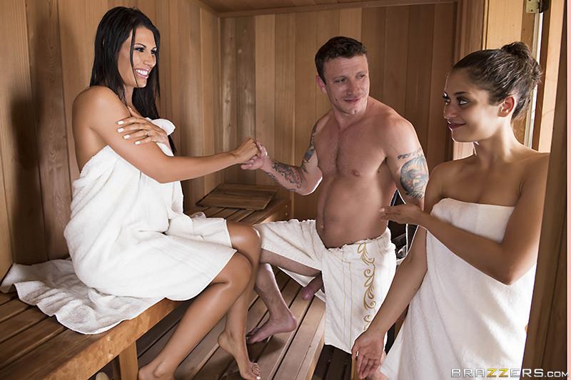 Титьки в бане