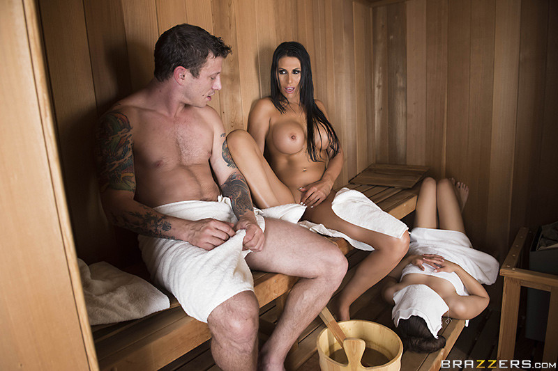 brazzers порно в бане