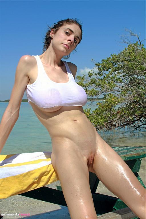 Худую с большими грудями порно